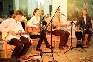 """2011 projektas """"Balti marškinėliai"""" Adomo Mickevičiaus bibliotekoje Vilniuje"""